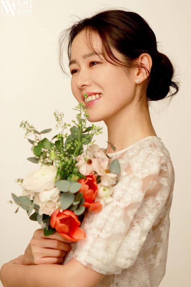 Son Ye Jin đẳng cấp như nữ thần mùa xuân, ảnh hậu trường còn xuất sắc hơn cả ảnh tạp chí - Ảnh 7.