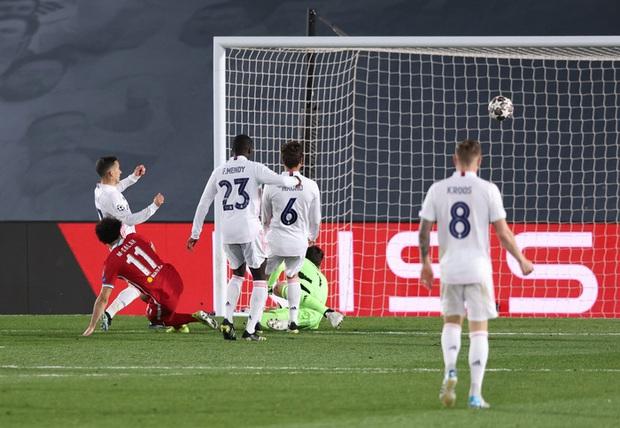 Vắng cả cặp trung vệ số 1, Real Madrid vẫn đủ sức đè bẹp Liverpool - Ảnh 9.