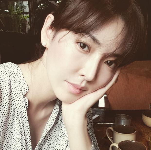 Xả vai ác nữ Penthouse, Kim So Yeon về lại bên chồng real, gây choáng với mặt mộc khác xa trên phim - Ảnh 4.