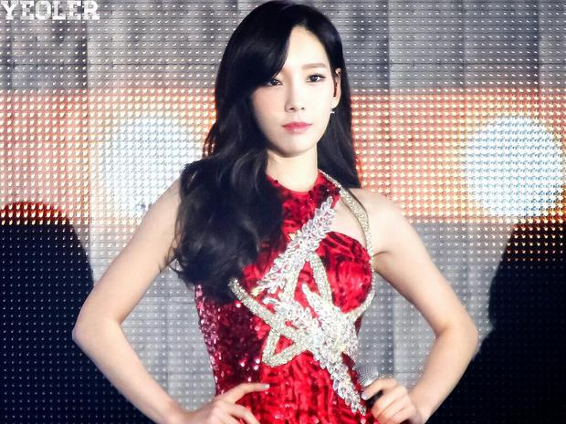 Taeyeon (SNSD) cứ thấy hố trên sân khấu là vội vàng tránh né, nguyên nhân đến từ cú ngã kinh hoàng cách đây 6 năm? - Ảnh 1.