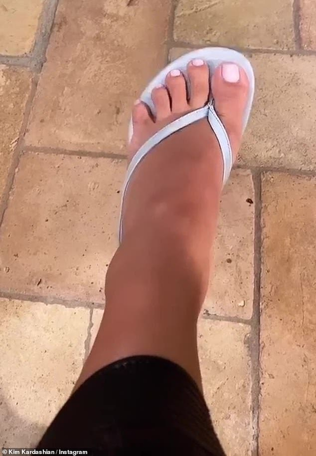 Bóc tuyển tập chỉnh fail lòi của chị em Kardashian: Kim có 6 ngón chân, Kendall - Kylie chiết 1 chi tiết, Khloe fake nhất - Ảnh 4.