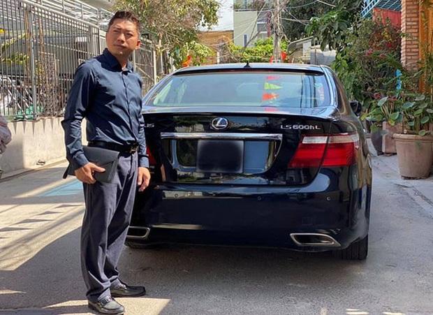Cuộc sống của diễn viên Kinh Quốc trước khi vợ đại gia bị bắt: Được bà xã tặng xe hơi 6 tỷ, sở hữu biệt thự và toà nhà cao cấp - Ảnh 6.