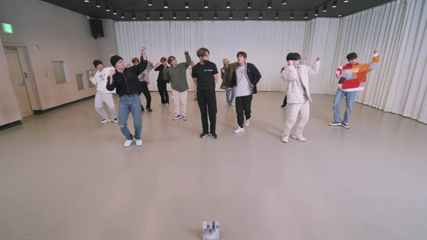 Fan các nhóm Big Hit cãi nhau vì BTS có phòng tập to hơn, ARMY bênh vực: Kiếm được nhiều tiền như BTS đi rồi nói chuyện! - Ảnh 3.