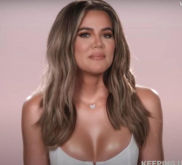 Bóc tuyển tập chỉnh fail lòi của chị em Kardashian: Kim có 6 ngón chân, Kendall - Kylie chiết 1 chi tiết, Khloe fake nhất - Ảnh 8.