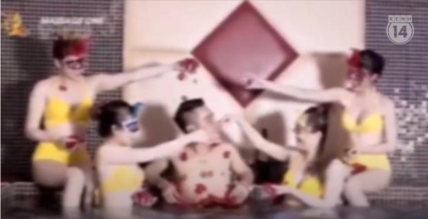 Thâm nhập thế giới massage sung sướng ở Hà Nội - Kỳ 2: Các nữ nhân viên khỏa thân bơi, nhảy và kích dục cho khách, giá cao nhất 10 triệu đồng - Ảnh 1.