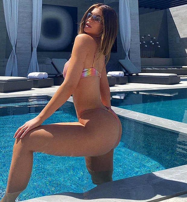 Bóc tuyển tập chỉnh fail lòi của chị em Kardashian: Kim có 6 ngón chân, Kendall - Kylie chiết 1 chi tiết, Khloe fake nhất - Ảnh 15.