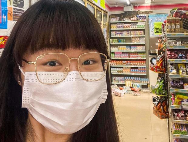 Vào cửa hàng tạp hóa mua đồ, khách la hét hoảng sợ khi chứng kiến cảnh tượng rùng rợn ngỡ quái vật ngoài hành tinh xâm chiếm Trái đất - Ảnh 1.