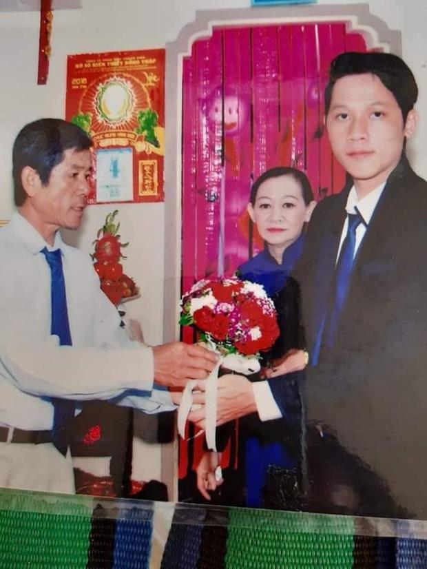 Loạt ảnh cưới của Thầy giáo Ba bất ngờ được lan truyền, cộng đồng ngỡ ngàng với nhan sắc thời con gái của cô Panda - Ảnh 3.