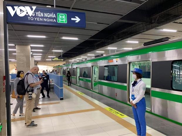 Tàu Cát Linh - Hà Đông chạy từ 5 giờ sáng đến 23 giờ đêm, giá vé cao nhất 15.000 đồng - Ảnh 4.
