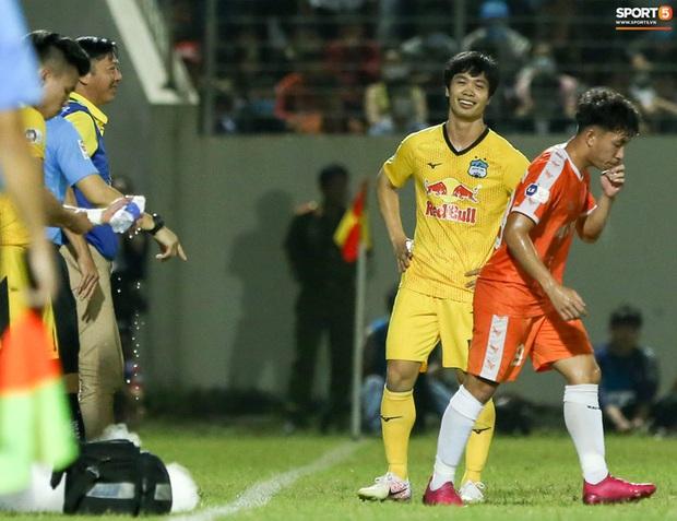 Công Phượng nghe lén HLV Huỳnh Đức, tái hiện khoảnh khắc giữa Son Heung-min và thầy Park - Ảnh 3.