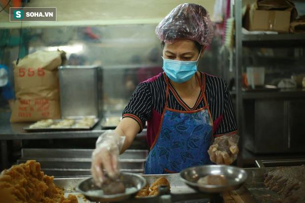 Ông chủ người Hoa của tiệm bánh độc nhất vô nhị Sài Gòn: Ở Việt Nam giờ không ai làm theo cách của người Triều nữa - Ảnh 6.