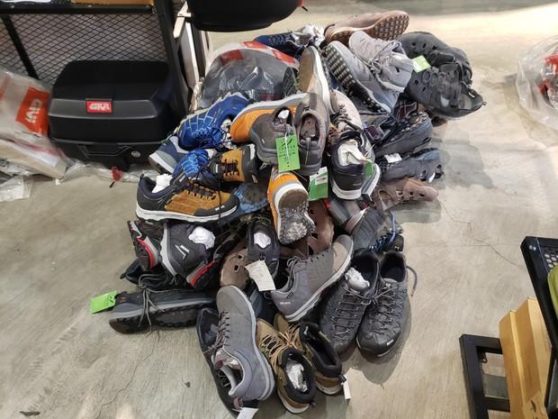 Đột kích 4 cửa hàng bán đồ phượt nổi tiếng, tạm giữ hơn 2.000 sản phẩm nghi nhái nhãn hiệu - Ảnh 8.