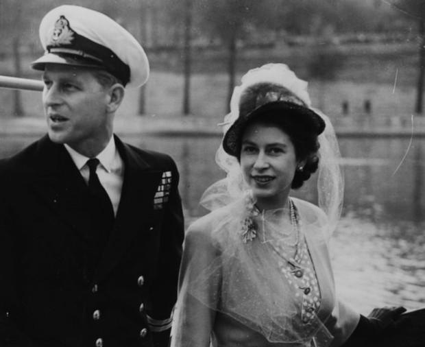 Nhìn lại những khoảnh khắc đẹp nhất của Hoàng thân Philip và Nữ hoàng Anh: Chuyện tình đôi đũa lệch cùng cuộc hôn nhân bền vững hơn 70 năm - Ảnh 6.