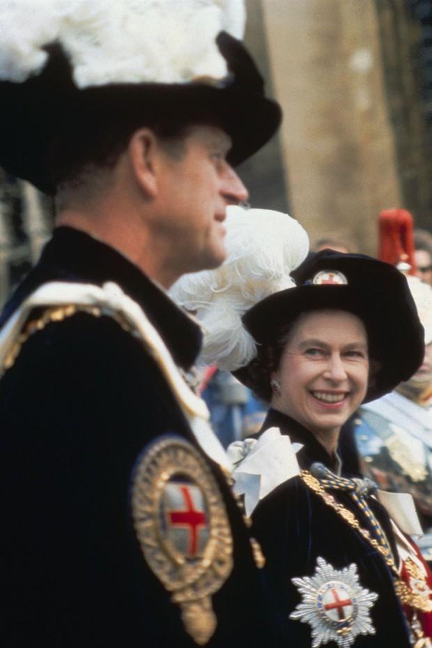 Nhìn lại những khoảnh khắc đẹp nhất của Hoàng thân Philip và Nữ hoàng Anh: Chuyện tình đôi đũa lệch cùng cuộc hôn nhân bền vững hơn 70 năm - Ảnh 9.