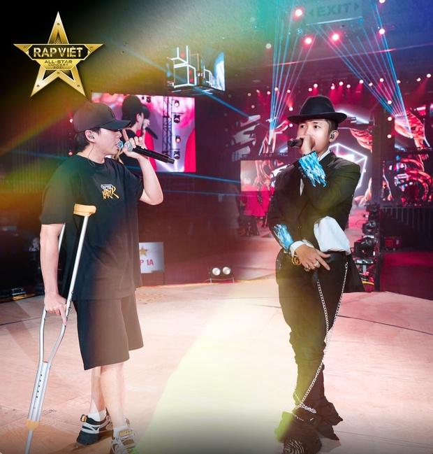 Karik chống nạng xuất hiện tại buổi tổng duyệt, ngầm xác nhận góp mặt tại Rap Việt Concert bất chấp chấn thương  - Ảnh 5.