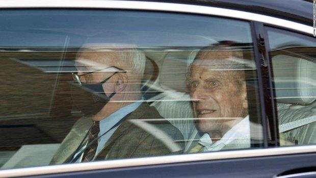 Nóng: Hoàng thân Philip - chồng Nữ hoàng Anh qua đời ở tuổi 99 - Ảnh 4.