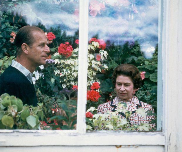 Nhìn lại những khoảnh khắc đẹp nhất của Hoàng thân Philip và Nữ hoàng Anh: Chuyện tình đôi đũa lệch cùng cuộc hôn nhân bền vững hơn 70 năm - Ảnh 19.