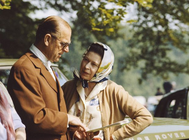 Nhìn lại những khoảnh khắc đẹp nhất của Hoàng thân Philip và Nữ hoàng Anh: Chuyện tình đôi đũa lệch cùng cuộc hôn nhân bền vững hơn 70 năm - Ảnh 22.