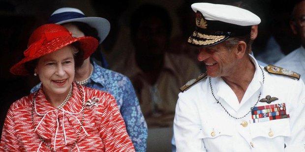 Nhìn lại những khoảnh khắc đẹp nhất của Hoàng thân Philip và Nữ hoàng Anh: Chuyện tình đôi đũa lệch cùng cuộc hôn nhân bền vững hơn 70 năm - Ảnh 23.