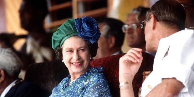 Nhìn lại những khoảnh khắc đẹp nhất của Hoàng thân Philip và Nữ hoàng Anh: Chuyện tình đôi đũa lệch cùng cuộc hôn nhân bền vững hơn 70 năm - Ảnh 24.