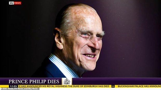 Chùm ảnh: Toàn nước Anh u buồn trước sự ra đi của Hoàng thân Philip và lo lắng cho tình hình của Nữ hoàng - Ảnh 17.