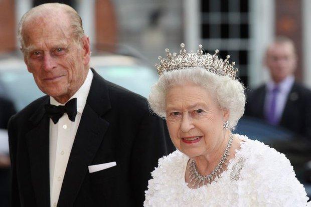 Nhìn lại những khoảnh khắc đẹp nhất của Hoàng thân Philip và Nữ hoàng Anh: Chuyện tình đôi đũa lệch cùng cuộc hôn nhân bền vững hơn 70 năm - Ảnh 28.