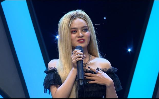 Cô gái đam mê xỏ khuyên tranh cãi kịch liệt với giám khảo sau khi bị chê: Hát như karaoke! - Ảnh 2.