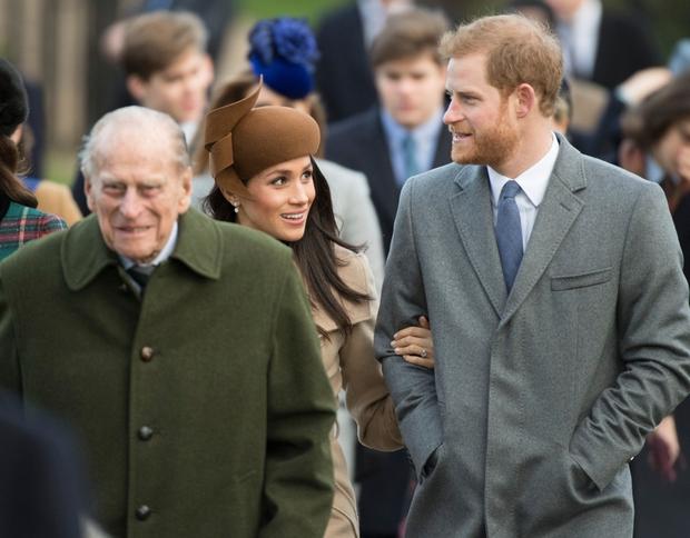 Phản ứng đầu tiên của vợ chồng Harry – Meghan ngay sau sự ra đi của cố Hoàng thân Philip khiến dư luận xôn xao tranh cãi - Ảnh 2.