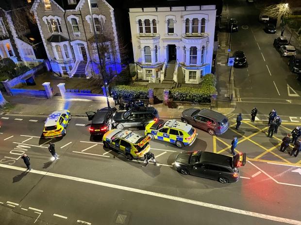 Tỷ phú giàu top đầu Anh quốc bị đâm chết dã man ngay trong nhà, danh tính nghi phạm bước đầu khiến dư luận sửng sốt - Ảnh 2.