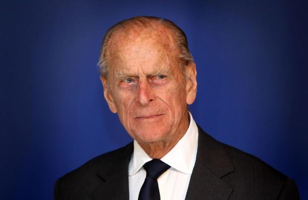 Phản ứng đầu tiên của vợ chồng Harry – Meghan ngay sau sự ra đi của cố Hoàng thân Philip khiến dư luận xôn xao tranh cãi - Ảnh 1.