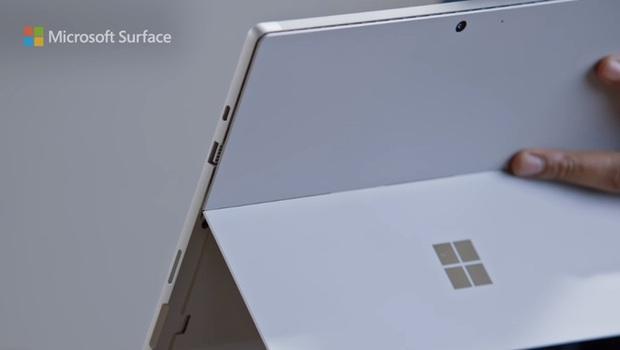 Quảng cáo Surface Pro 7 mới nhất của Microsoft tiếp tục lôi iPad Pro ra làm trò đùa - Ảnh 2.