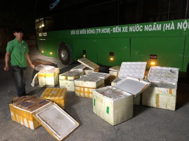 Gần 1 tấn nội tạng trâu bò, trứng gà non hôi thối đi xe khách Bắc - Nam suýt lên bàn nhậu - Ảnh 2.