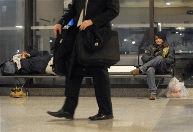 Chuyện về những người buộc phải ăn dầm nằm dề tại sân bay suốt nhiều năm trời: Tại sao lại có chuyện như vậy? - Ảnh 2.