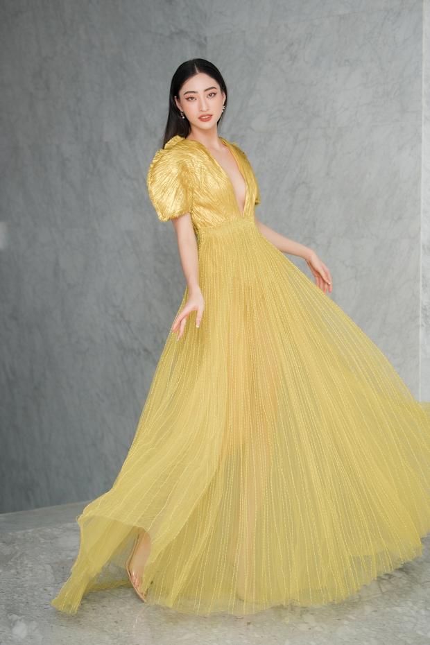 Mặc váy vàng và đá chân cao, Hà Hồ tiễn Khánh Linh - Lương Thùy Linh về nơi xa lắm... - Ảnh 2.
