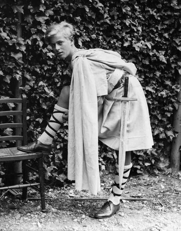 Ngắm nhìn những bức ảnh hiếm có về cuộc đời của cố Hoàng thân Philip, chồng Nữ hoàng Anh Elizabeth II - Ảnh 3.