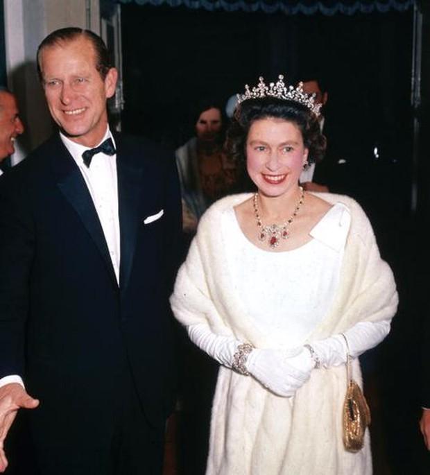 Ngắm nhìn những bức ảnh hiếm có về cuộc đời của cố Hoàng thân Philip, chồng Nữ hoàng Anh Elizabeth II - Ảnh 13.