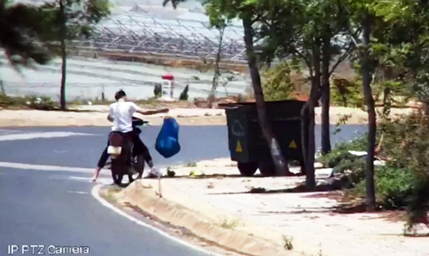 Bị phạt nguội tiền triệu vì xả rác ngay cạnh... thùng rác - Ảnh 3.