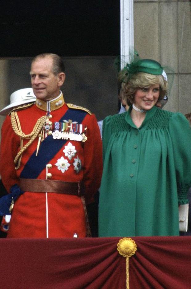 Ngắm nhìn những bức ảnh hiếm có về cuộc đời của cố Hoàng thân Philip, chồng Nữ hoàng Anh Elizabeth II - Ảnh 19.