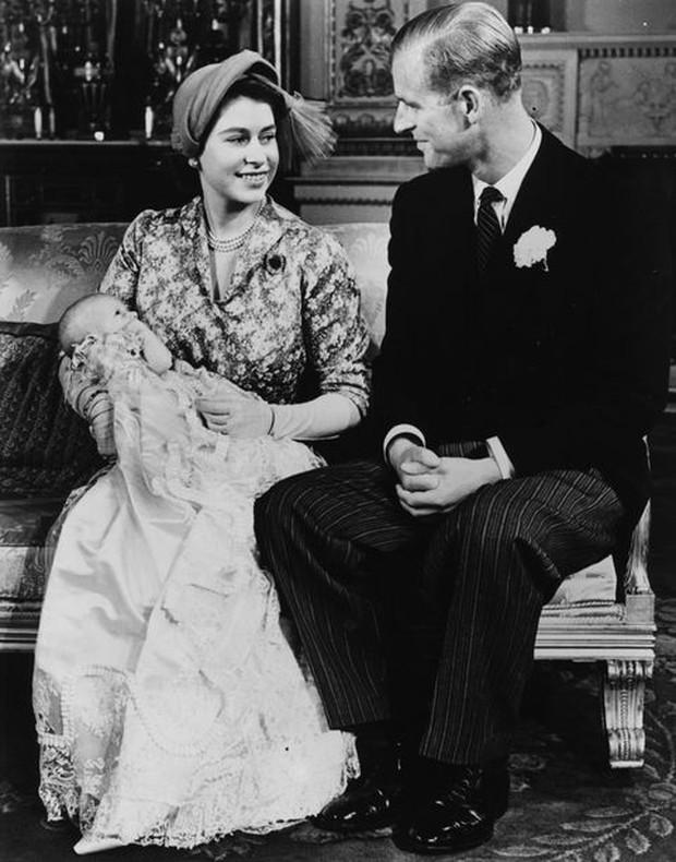 Ngắm nhìn những bức ảnh hiếm có về cuộc đời của cố Hoàng thân Philip, chồng Nữ hoàng Anh Elizabeth II - Ảnh 6.