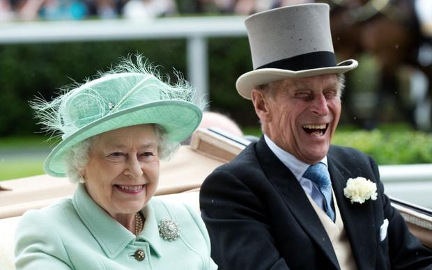 Chuyện tình 7 thập kỷ của Hoàng thân Philip và Nữ hoàng Anh qua lời người trong cuộc: Trân trọng từ những điều nhỏ nhất, ở bên nhau đến đầu bạc răng long - Ảnh 4.