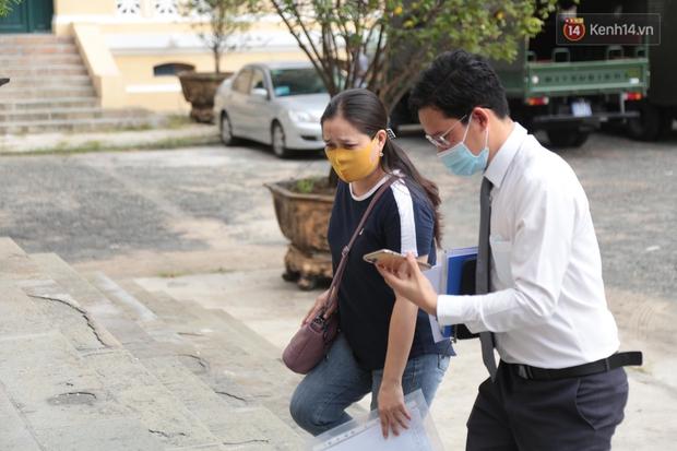Hoãn xét xử tài xế Mercedes gây tai nạn, nữ tiếp viên hàng không rời toà trong khó khăn vì vết sẹo ở chân - Ảnh 5.