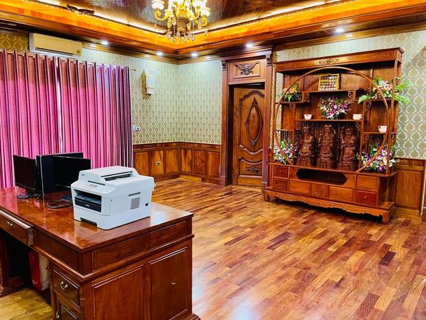 Biệt thự bề thế của gia đình 9X Bắc Ninh: Diện tích 400m2 với 4 tầng, nội thất tinh xảo toàn gỗ nguyên khối nhập từ Lào - Ảnh 8.
