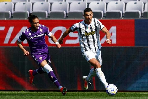Tiết lộ sốc: Cristiano Ronaldo cáu kỉnh và cô lập với các đồng đội ở Juventus - Ảnh 2.