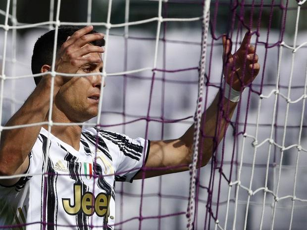 Tiết lộ sốc: Cristiano Ronaldo cáu kỉnh và cô lập với các đồng đội ở Juventus - Ảnh 3.