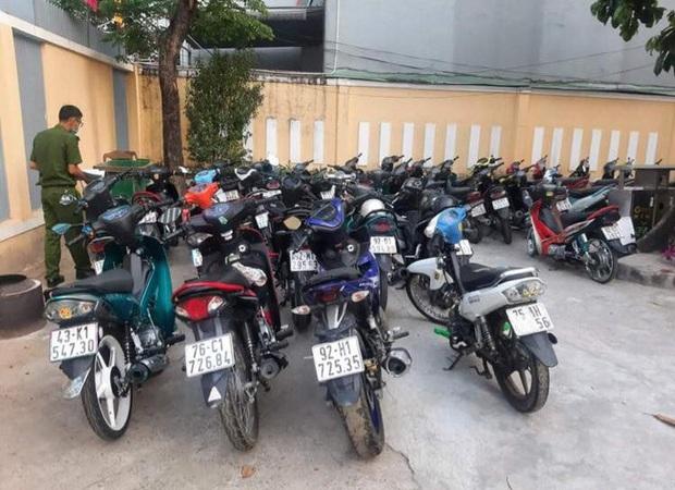 Đà Nẵng: Tạm giữ hơn 40 xe máy nhóm quái xế tụ tập trên đèo Hải Vân để ăn mừng lễ 30/4 - 1/5 - Ảnh 3.