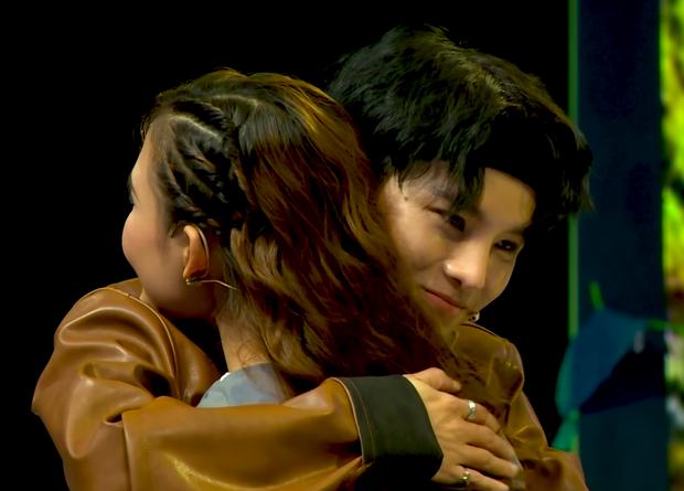 Sau scandal đòi hôn rồi từ chối, Phạm Đình Thái Ngân lại tiếp tục bị gài ký hợp đồng tình yêu - Ảnh 8.