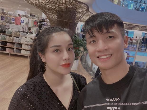 Hội gái xinh và rich kid khi trai lạ nhắn tin khó đỡ: Tiên Nguyễn chạy mất dép, phe WAGs mang nửa kia ra hù ngược - Ảnh 21.