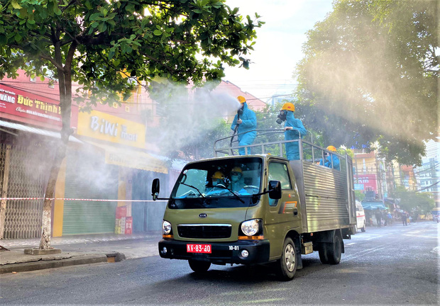 Đà Nẵng phát hiện thêm 4 ca dương tính SARS-CoV-2, trong đó có nhân viên bất động sản và chủ quán chè bưởi - Ảnh 1.