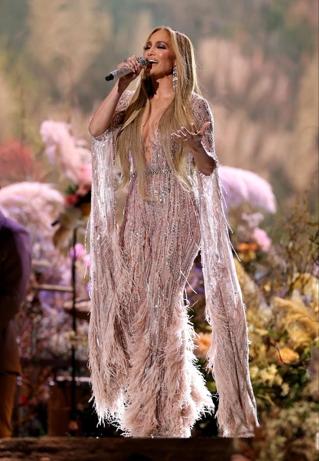Selena Gomez dừ chát dù là host chủ trì, bị Jennifer Lopez bốc lửa hơn 23 tuổi và dàn sao chặt đẹp ở sự kiện khủng - Ảnh 12.