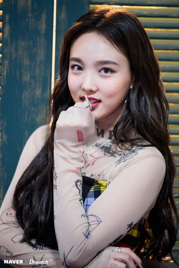 Nayeon (TWICE) chỉ mê mỹ phẩm bình dân, dùng chai toner giá rẻ bán đầy ở Việt Nam - Ảnh 1.